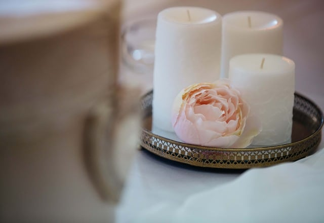 white candle meaning